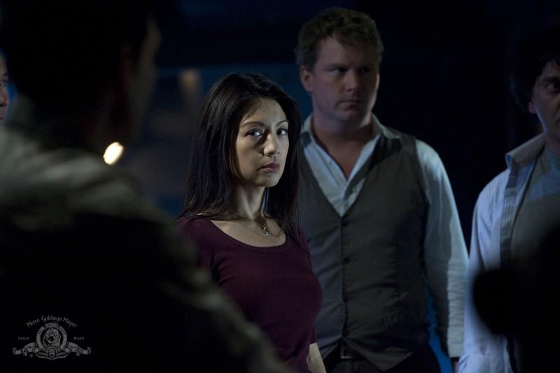 Camile (Ming-Na) e Dale (Patrick Gilmore) in una scena dell'episodio Divided di Stargate Universe