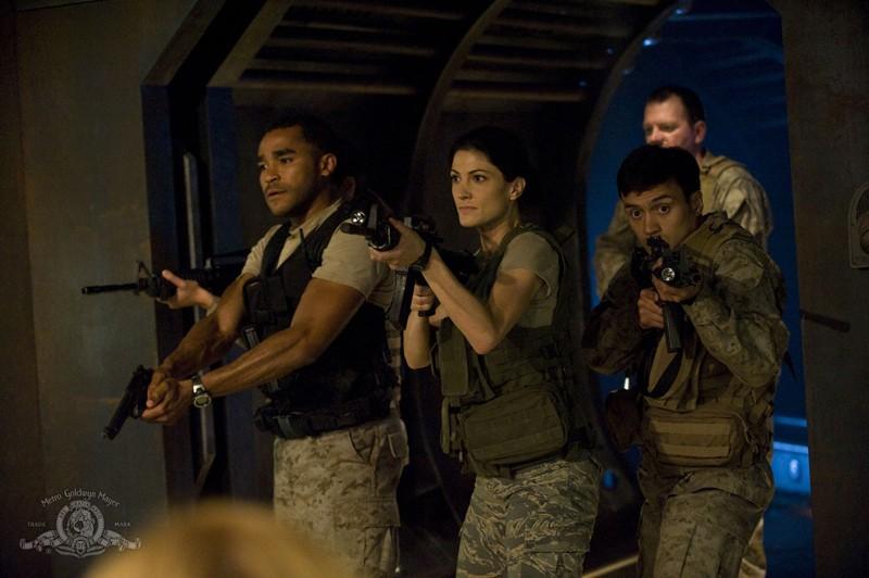Jamil Walker Smith e Vanessa James fanno parte dei soldati sulla Destiny nell'episodio Divided di Stargate Universe