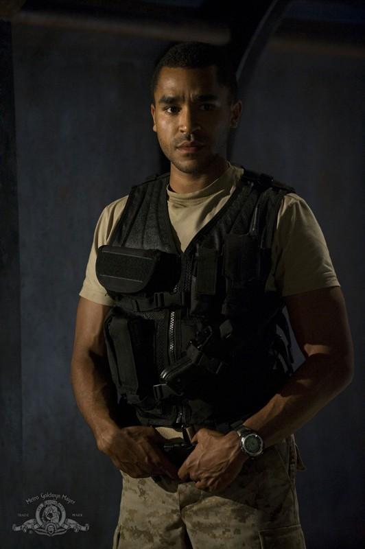 l Sergente Greer (Jamil Walker Smith) in un momento dell'episodio Divided di Stargate Universe