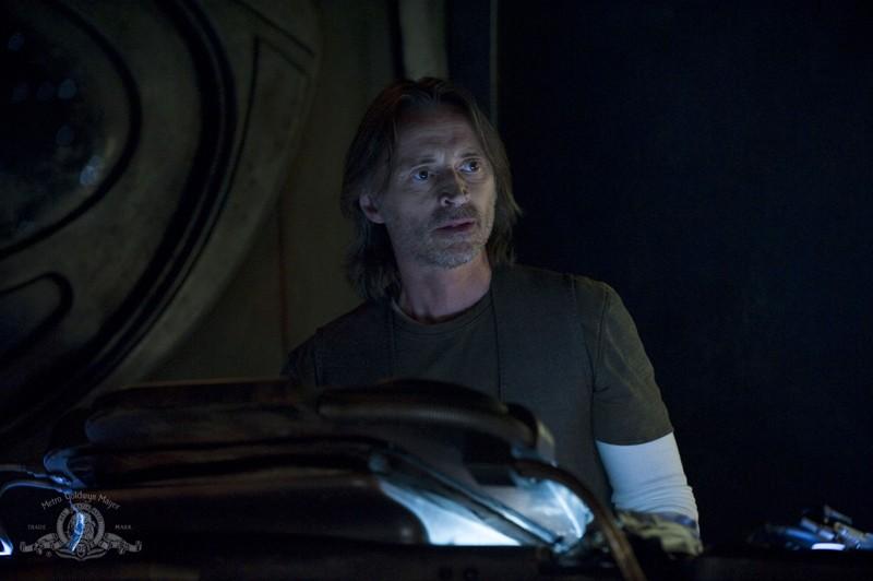 Robert Carlyle in una sequenza dell'episodio Divided di Stargate Universe