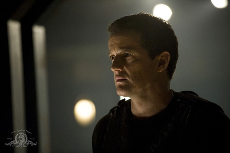 Un primo piano di Justin Louis nell'episodio Divided di Stargate Universe