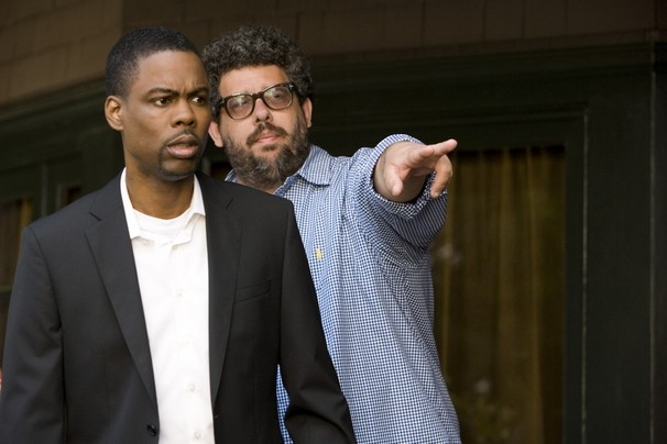 Columbus Short e il regista Neil LaBute sul set della commedia Festa col morto