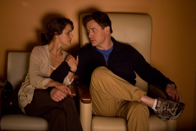 Keri Russell e Brendan Fraser in una scena del film Misure straordinarie