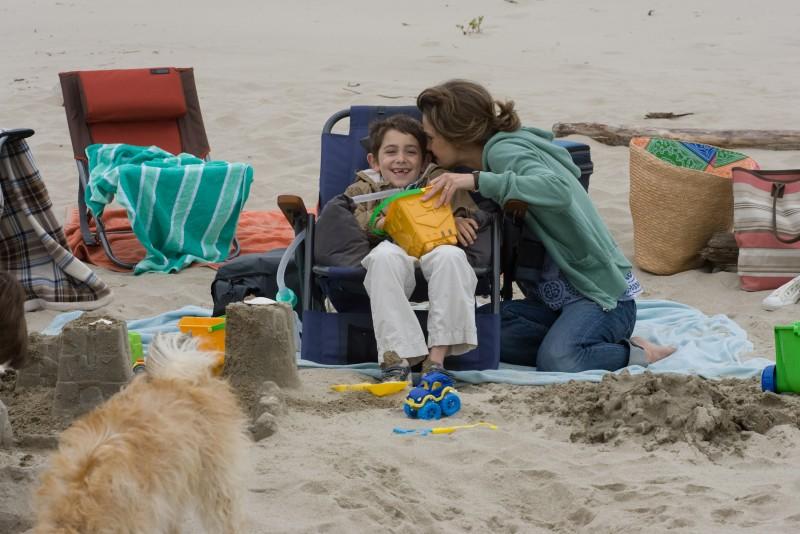 Keri Russell e Diego Velázquez nel film Misure straordinarie