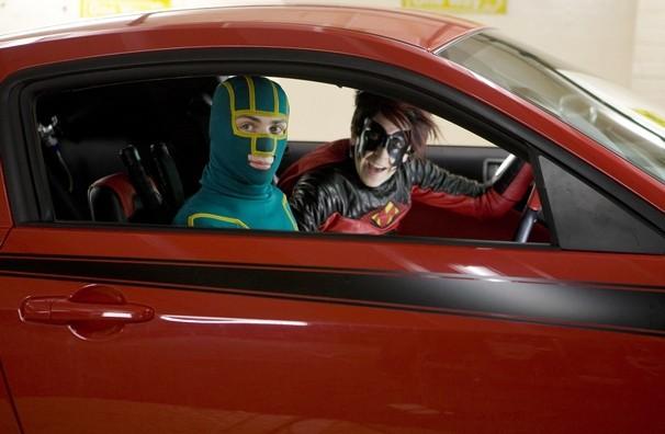 Kick-Ass (Aaron Johnson) e Red Mist (Christopher Mintz-Plasse) in una scena del film Kick-Ass