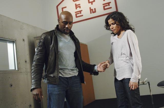 Morris Chestnut e Lourdes Benedicto nell'episodio We Can't Win di V, remake di Visitors