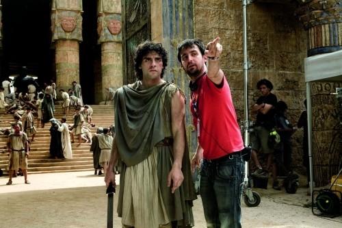 Oscar Isaac e il regista Alejandro Amenábar sul set del film Agora