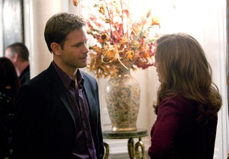 Alaric (Matt Davis) parla con Jenna (Sara Canning) nell'episodio Under Control di The Vampire Diaries