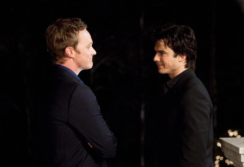 David Anders e Ian Somerhalder in un momento dell'episodio Under Control di The Vampire Diaries