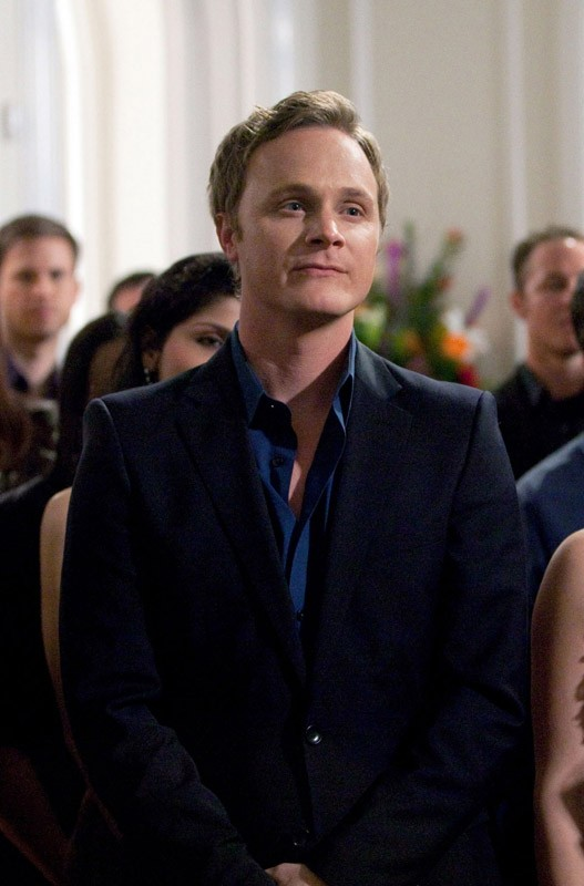 David Anders interpreta lo zio di Elena: John Gilbert, nell'episodio Under Control di The Vampire Diaries
