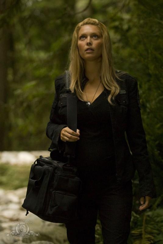 Alaina Kalanj in una sequenza dell'episodio Faith di Stargate Universe