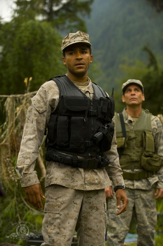 Il Sergente Greer (Jamil Walker Smith) in una sequenza dell'episodio Faith di Stargate Universe