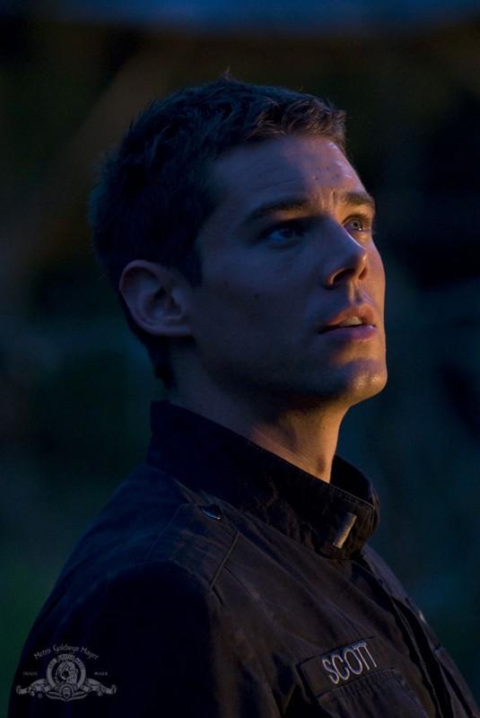 Un primo piano di Matthew Scott (Brian J. Smith) nell'episodio Faith di Stargate Universe