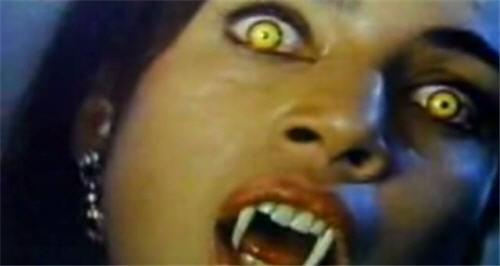Julie Carmen è la sexy Regina Dandridge in Ammazzavampiri 2