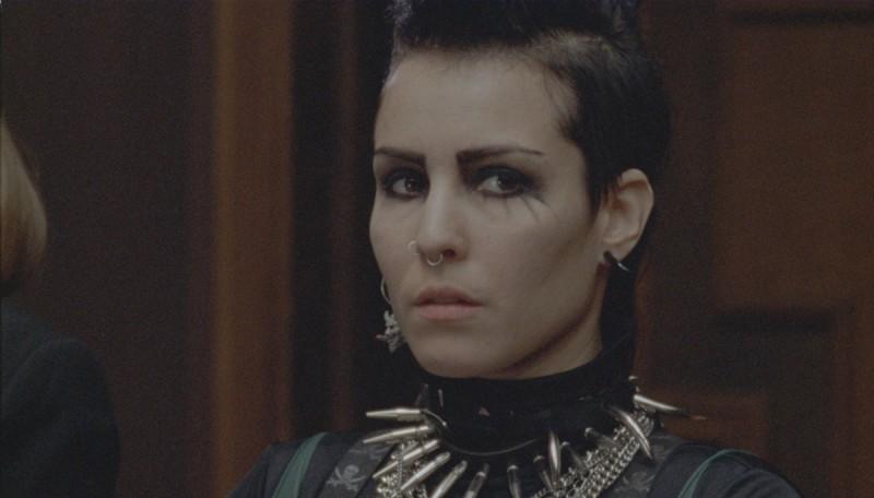 Noomi Rapace in un primo piano tratto dal film La regina dei castelli di carta