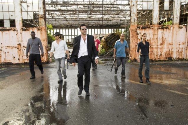 Idris Elba, Jeffrey Dean Morgan, Óscar Jaenada e Columbus Short in una scena del film The Losers