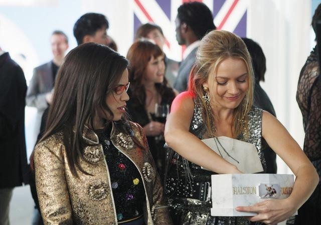 Ugly Betty: America Ferrera e Becki Newton nell'episodio Hello Goodbye