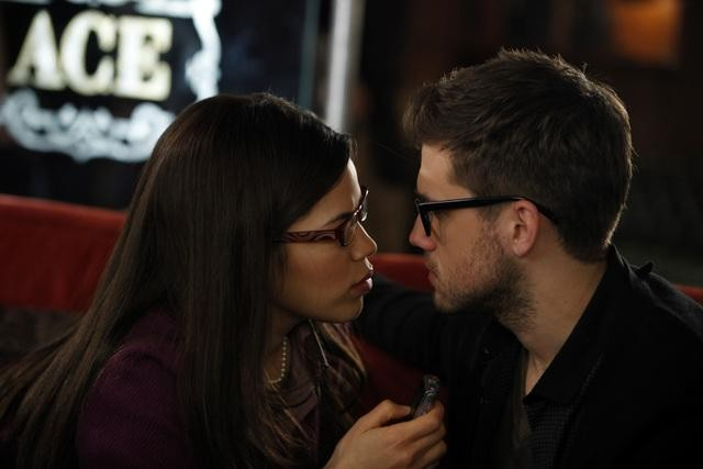 Ugly Betty: America Ferrera ed Aaron Tveit in una scena dell'episodio All the World's a Stage
