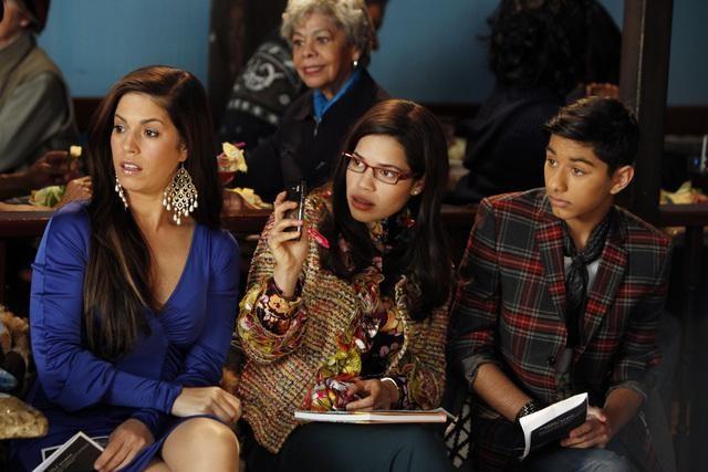Ugly Betty: Ana Ortiz, America Ferrera e Mark Indelicato in una scena dell'episodio Smokin' Hot