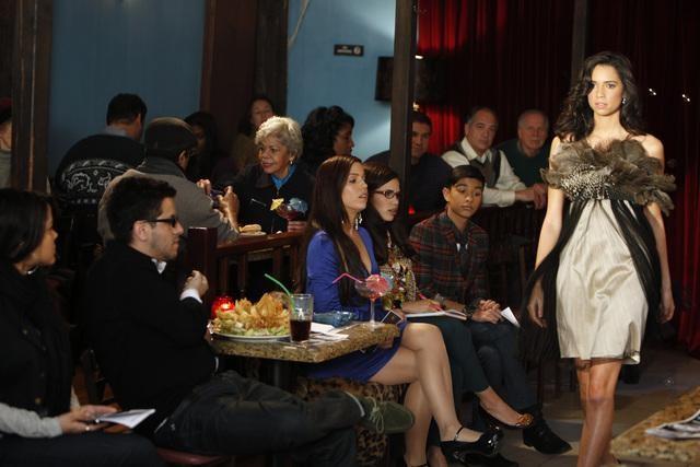 Ugly Betty: Ana Ortiz ed America Ferrera in una scena dell'episodio Smokin' Hot