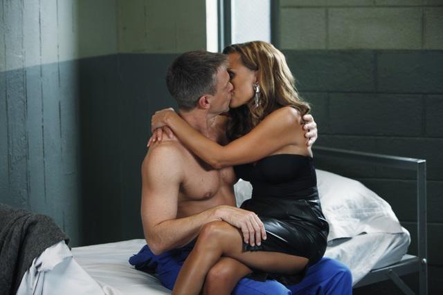 Ugly Betty: Grant Bowler e Vanessa Williams in una scena dell'episodio Back In Her Place