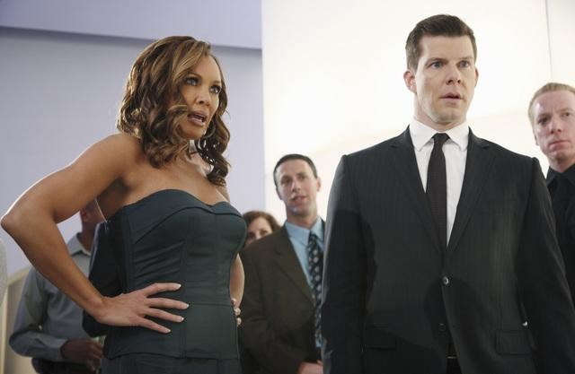 Ugly Betty: Vanessa Williams ed Eric Mabius in una scena dell'episodio Million Dollar Smile
