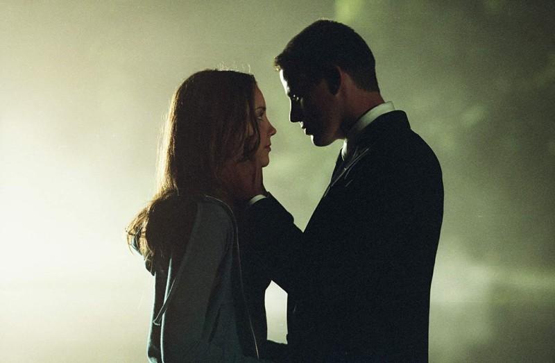 Amanda Bynes e Channing Tatum in una romantica scena del film She's the Man