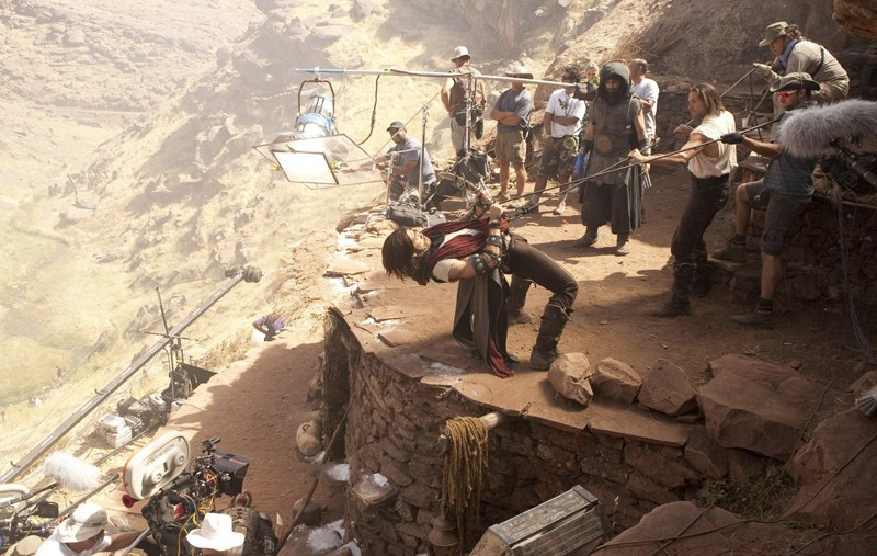 Jake Gyllenhaal in una sequenza movimentata durante le riprese del film Prince of Persia: The Sands of Time