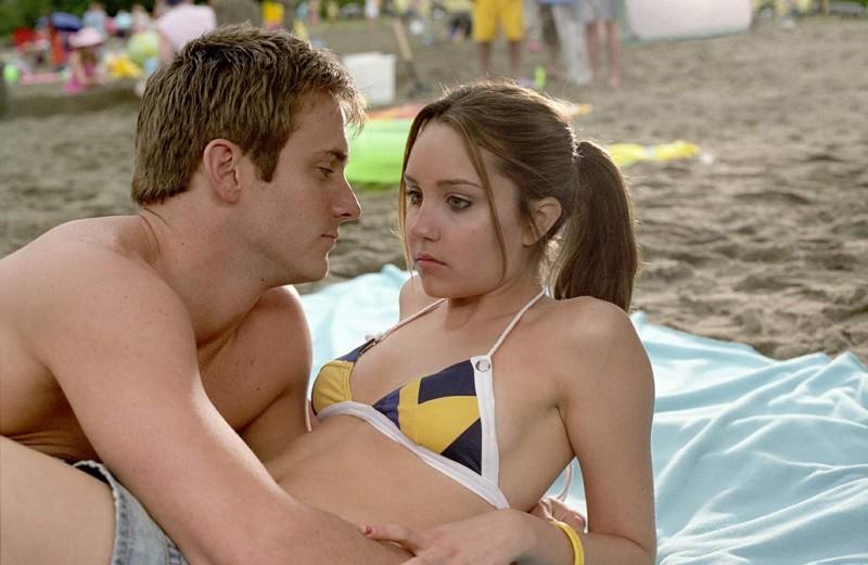 Justin (Robert Hoffman) e la sua ragazza Viola (Amanda Bynes) in una scena del film She's the Man
