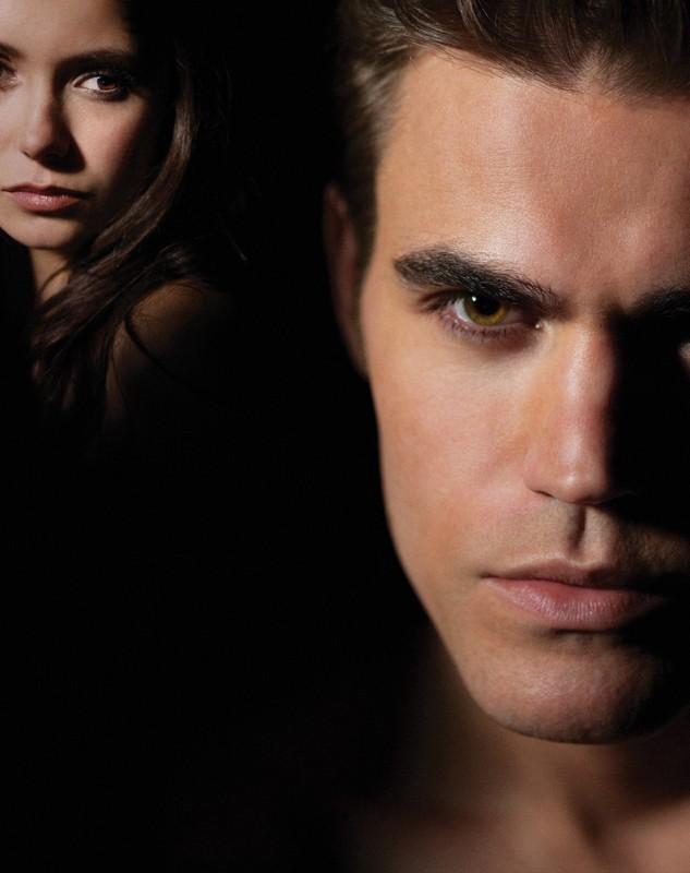 Una composizione d'immagini, con Nina Dobrev e Paul Wesley, usata per un poster della prima stagione di The Vampire Diaries