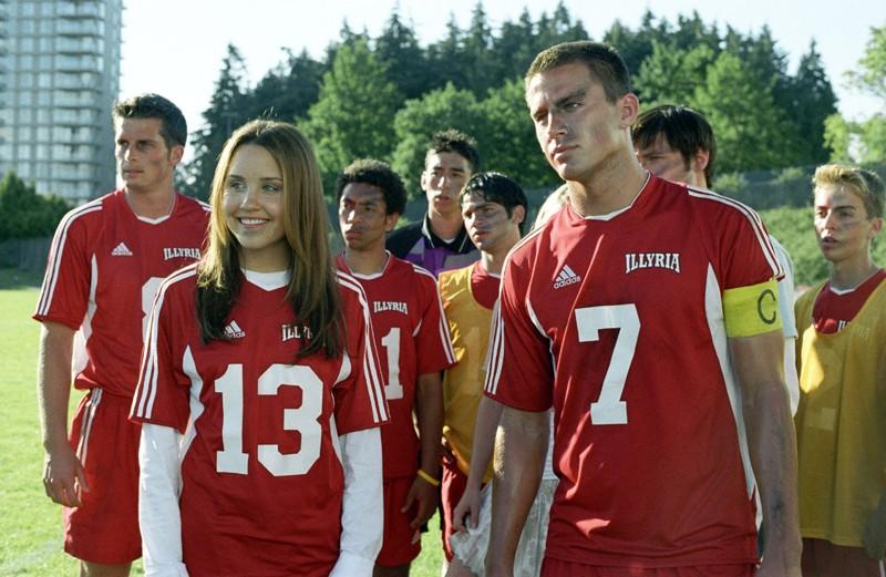 Viola (Amanda Bynes), Duke (Channing Tatum) e la squadra degli Illyria in una scena del film She's the Man