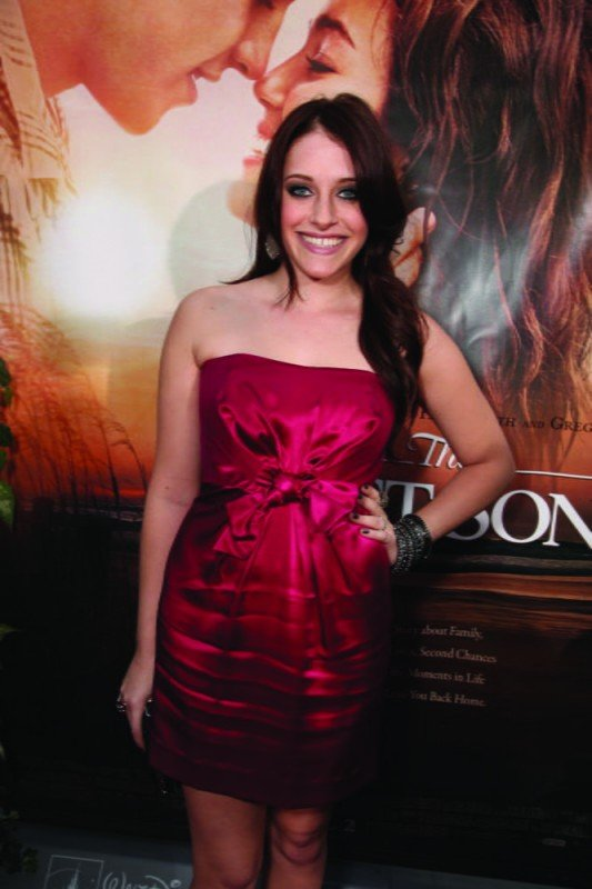 Carly Chaikin alla première del film The Last Song all'ArcLight theater di Hollywood