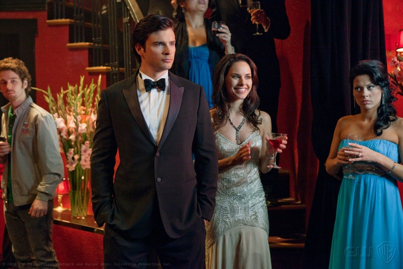 Clark (Tom Welling) in abito elegante nell'episodio Charade di Smallville