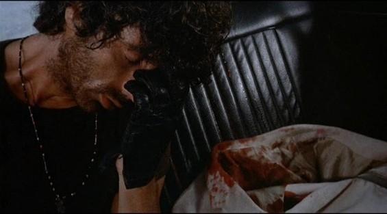 Don Backy in una scena del thriller Semaforo Rosso (Cani arrabbiati)