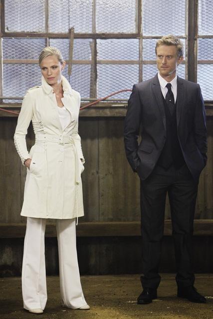 Flashforward: Neil Jackson e Rachel Roberts in una scena dell'episodio The Garden of Forking Paths