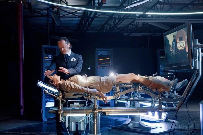 Gil Bellows ed Erica Durance in una sequenza dell'episodio Charade di Smallville
