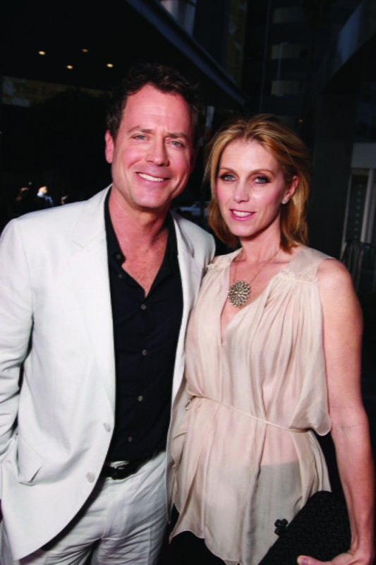 Greg Kinnear ed Helen Labdon alla première del film The Last Song all'ArcLight theater di Hollywood