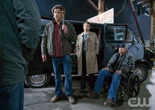 Jared Padalecki, Misha Collins e Jim Beaver nell'episodio Two Minutes to Midnight di Supernatural