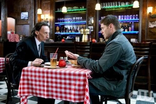 Jensen Ackles e Julian Richings in un momento dell'episodio Two Minutes to Midnight di Supernatural