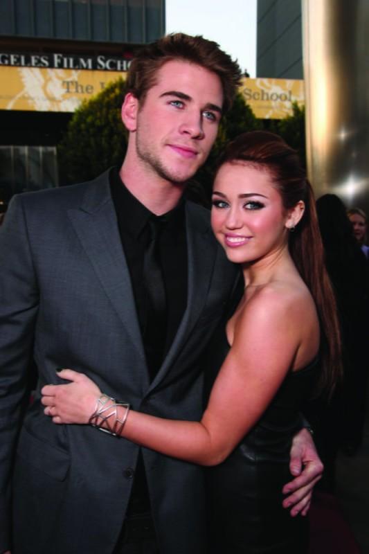Liam Hemsworth e Miley Cyrus alla première del film The Last Song all'ArcLight theater di Hollywood