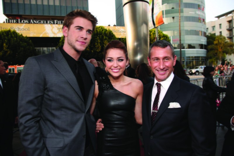 Liam Hemsworth, Miley Cyrus e Adam Shankman alla première del film The Last Song all'ArcLight theater di Hollywood