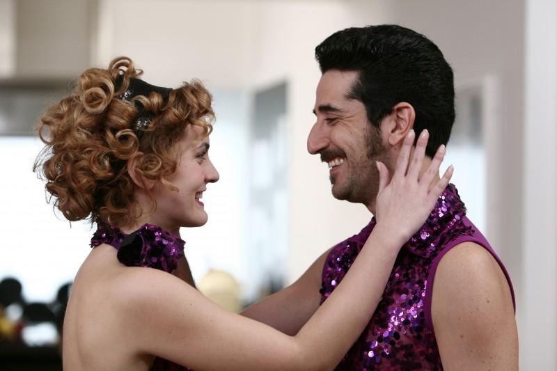 Marina Rocco e Luca Angeletti nell'episodio In ginocchio da te di Tutti pazzi per amore 2