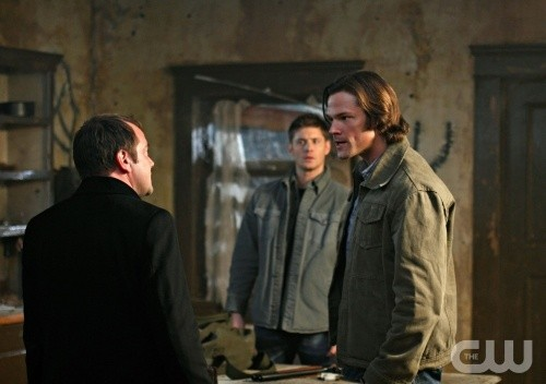 Mark Sheppard, Jared Padalecki e Jensen Ackles nell'episodio The Devil You Know di Supernatural