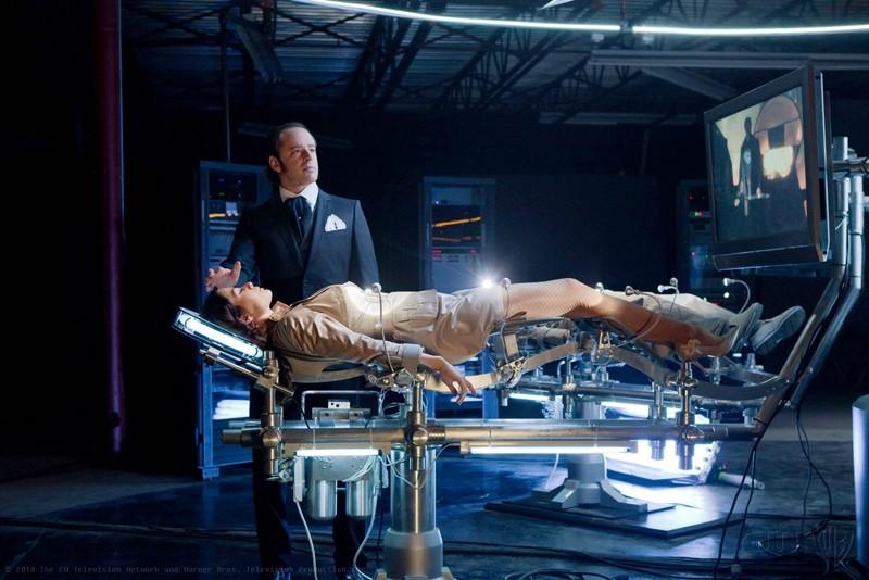 Maxwell Lord (guest star Gil Bellows) ha catturato Lois (Erica Durance) nell'episodio Charade di Smallville