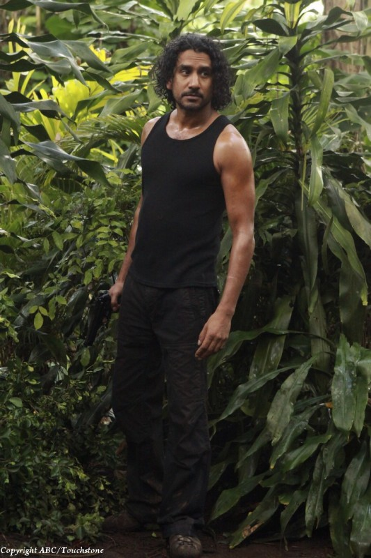 Naveen Andrews nell'episodio The Cadidate di Lost