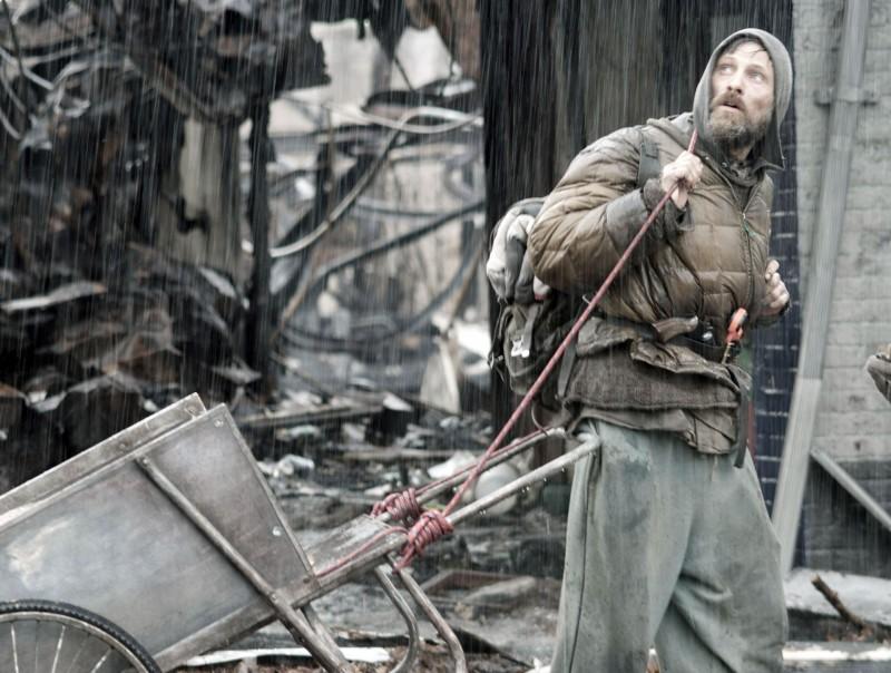 Viggo Mortensen in un'immagine del film The Road