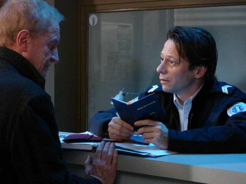 André Dussollier e Mathieu Amalric in una scena del film Gli amori folli
