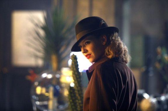 Anna Torv nell'episodio musicale Brown Betty di Fringe