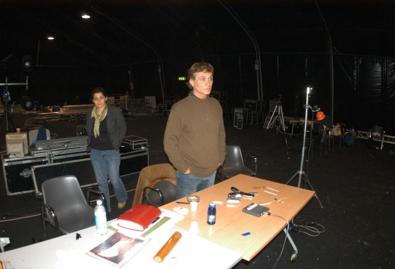 Cinecittà, Teatro 5: Antonio Orfanò durante le prove di Upupa My Dream con l\'assistente Chiara Chiellino (foto: Achille Le Pera)