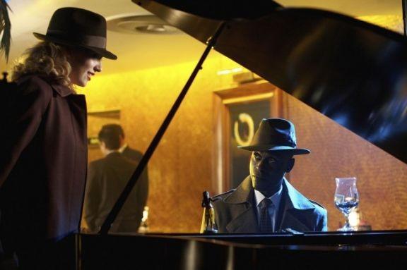 Fringe: Anna Torv e Lance Reddick nell'episodio musicale Brown Betty